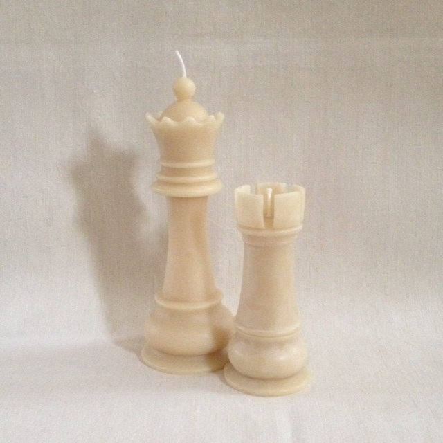 Queen & Castle - set of two pure beeswax candles -10%